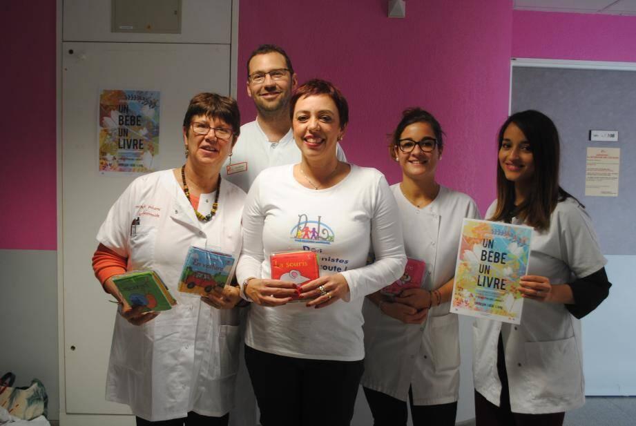 L'opération « Un bébé un livre » a été reconduite pour la troisième année consécutive, hier, à la maternité de l'hôpital Clavary.