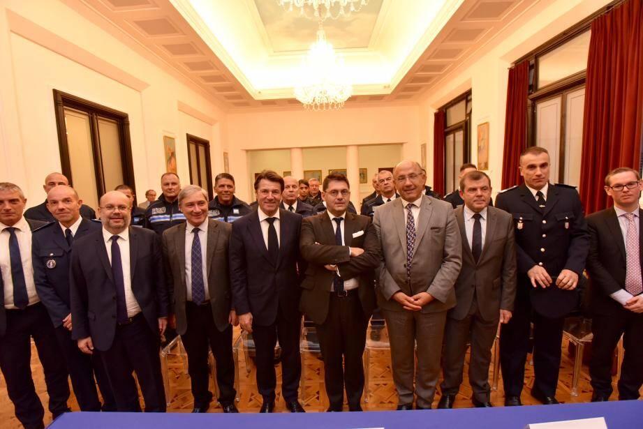 La signature de la convention a eu lieu hier entre le maire et le préfet, aux côtés du procureur de la République, du DDSP, des responsables de la PJ, du Raid, etc.
