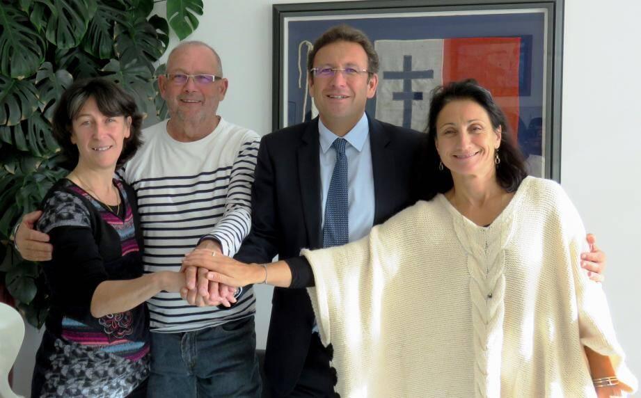 De g. à d. : la représentante de la FFCT Sylvie Forzani, le président de l'UCPL Hubert Larose, le maire François de Canson et la présidente de l'office de tourisme Véronique Nérand.