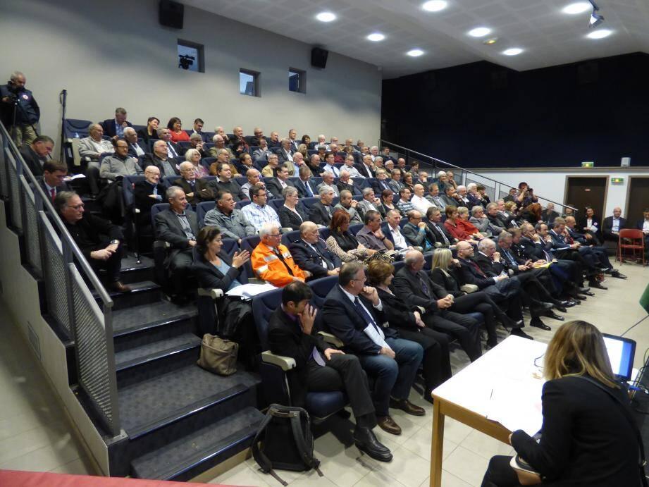 Une bonne partie des forces vives du Var - élus locaux, parlementaires, corps constitués, institutionnels…  - était rassemblée hier matin salle Matavo, à Cabasse.