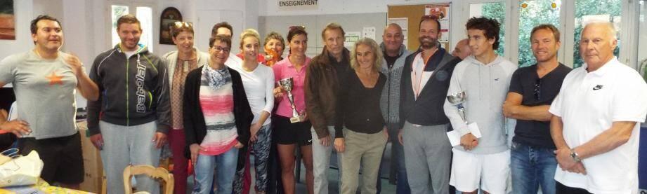 Le tournoi de tennis s'est clôturé avec la traditionnelle remise des prix.