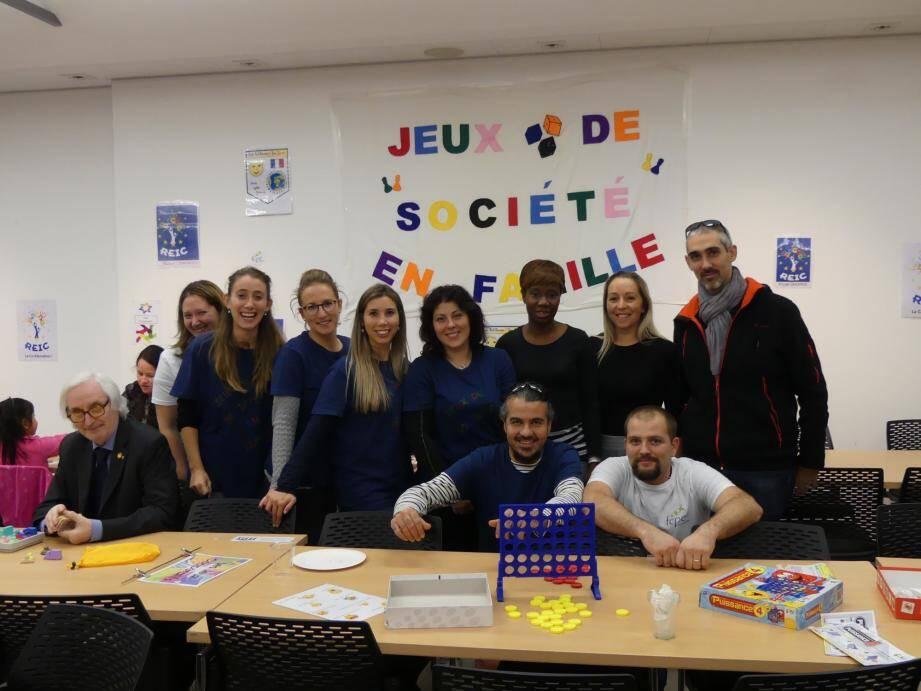 Les organisateurs des « Jeux de société en famille », avec la présence du 1er adjoint Gérard Destefanis.