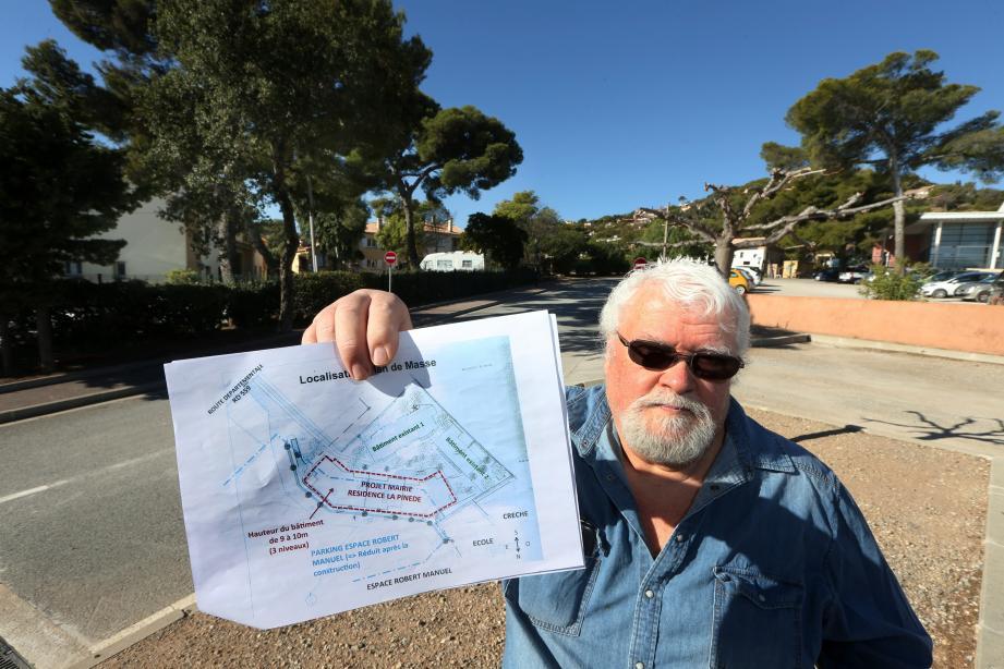 Roquebrunois depuis plus de trente ans, excédé, Jean-Claude Aron est l'une des voix de la « farouche opposition » qui s'élève contre un projet « menaçant l'équilibre et l'aspect paysager du site ».