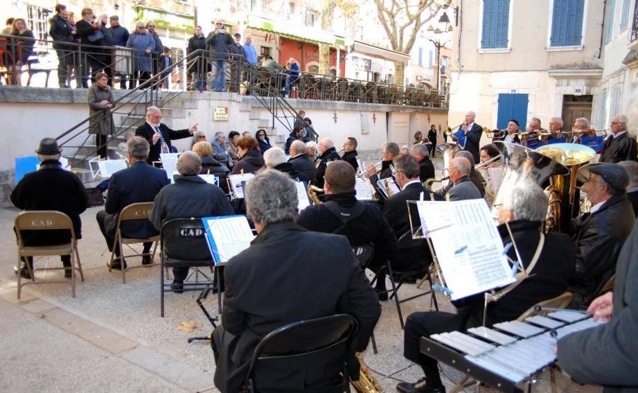 La Lyre vigneronne a donné, dimanche, son concert de la sainte Cécile sur la place Jean-Jaurès.