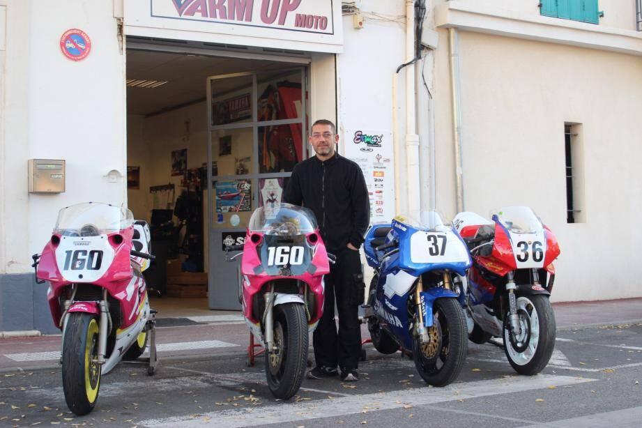 Fabrice et les motos du team.