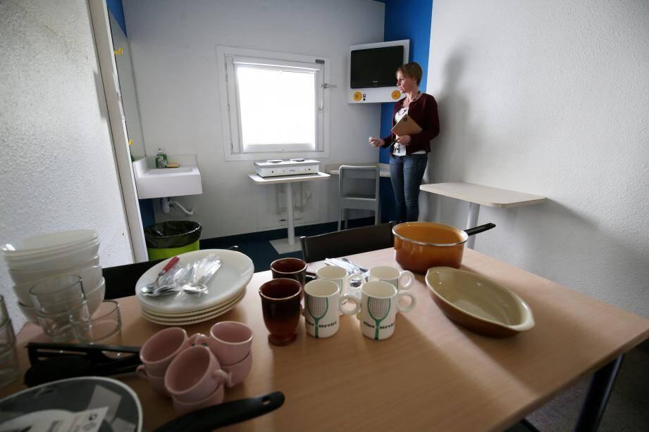 Sept cuisines sont encore en cours d'aménagement dans d'anciennes chambres de l'hôtel. Des plans de travail, des frigos et micro-ondes compléteront l'équipement.