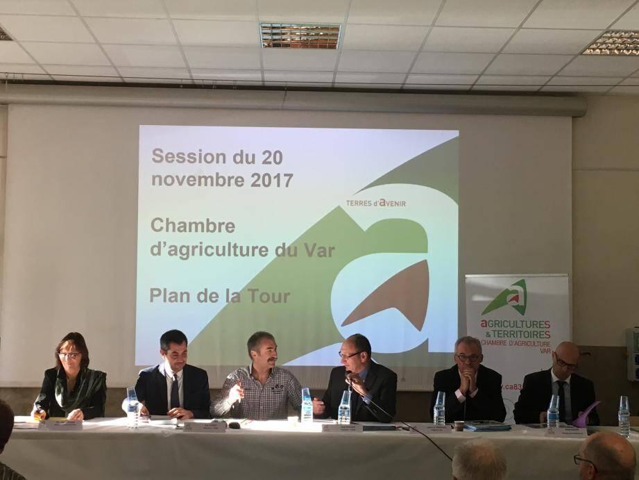 En ouverture de la session, Alain Baccino a signé la convention de partenariat avec Groupama, marquant la coopération qui lie les deux organismes.(A.G.)