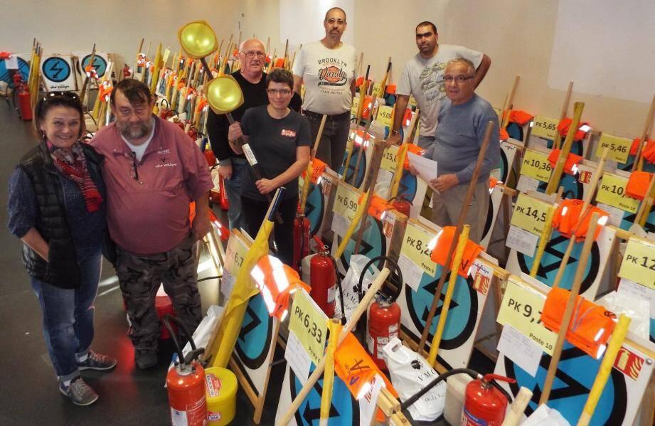 En charge de la logistique du rallye du Var, Christian Coulet (2e à gauche) est avec son équipe de bénévoles sur le pied de guerre depuis le week-end dernier.