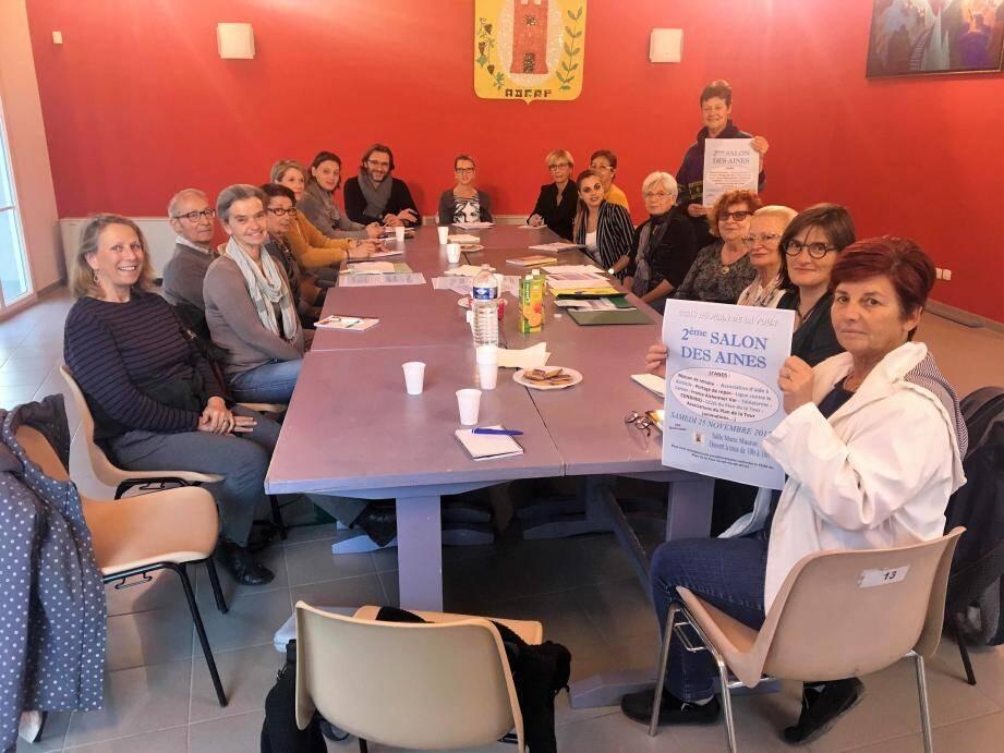 Lors de la réunion préparatoire, Christiane Fournier-Néri et Jessica Attard du CCAS ont réglé les détails du Salon avec les participants.