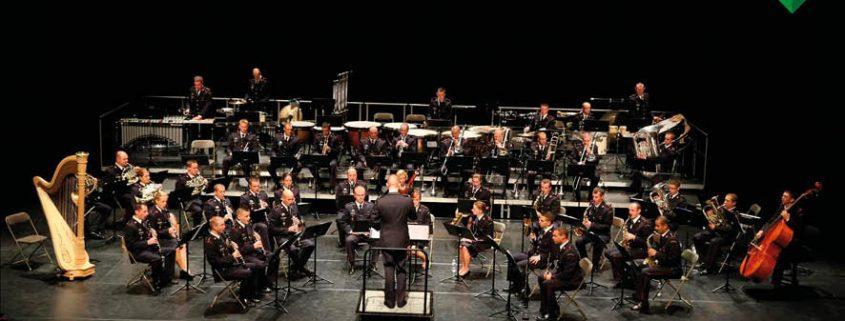 Les soixante musiciens et techniciens de l'orchestre militaire ont répondu à l'appel de l'Union départementale des sapeurs-pompiers et viennent jouer dans le Var.