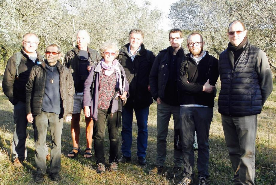 Le directeur du parc national de Port-Cros, Marc Duncombe, aux côtés de la délégation des moines de Saint-Honorat.