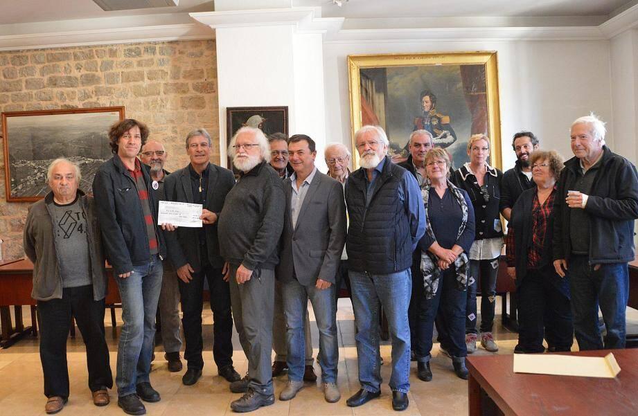 Le sourire malgré l'annonce du président Clément pour la remise du chèque aux Restos du Cœur.