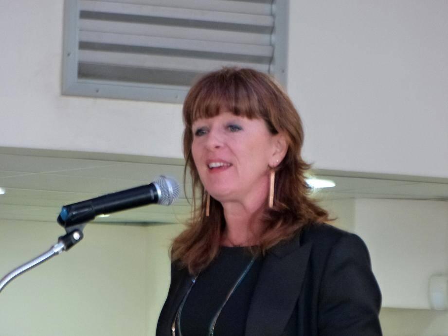 Hélène Pouliquen, principale du collège des Seize Fontaines a reçu les nouveaux lycéens.