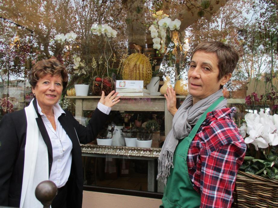 Cécile et Colette du magasin Violettes, avenue Gabriel-Péri, ont accueilli l'artiste peintre-potière Nicole Renier qui expose au milieu des orchidées une belle œuvre, « La femme girafe ».