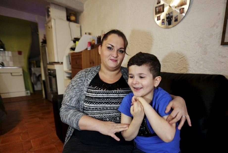 Comme de nombreuses familles, Mme Gouillot est en attente d'une place en IME pour son fils Rayen, 7 ans. Mais les structures d'accueil sont notoirement insuffisantes.