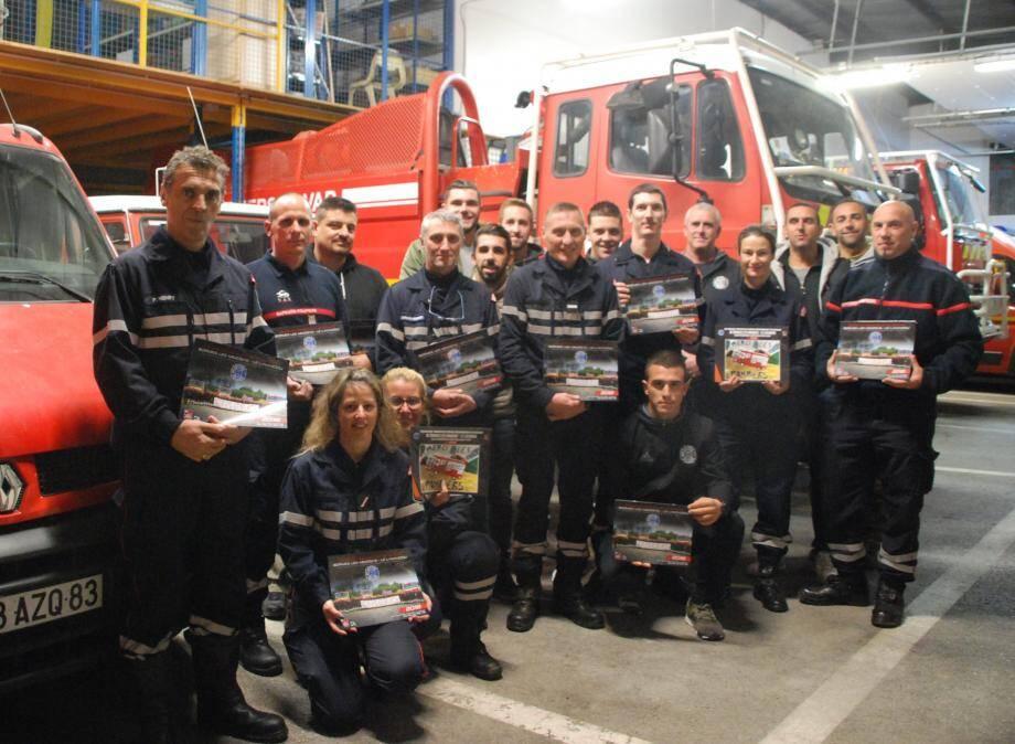 Les sapeurs-pompiers de Bormes-Le Lavandou vont présenter leurs calendriers 2018 à la population en faveur de l'amicale.