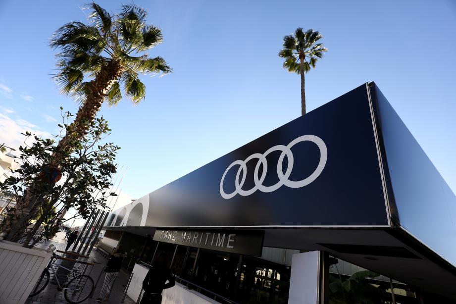 La gare maritime de Cannes a été habillée des quatre anneaux de la marque automobile allemande à l'occasion du