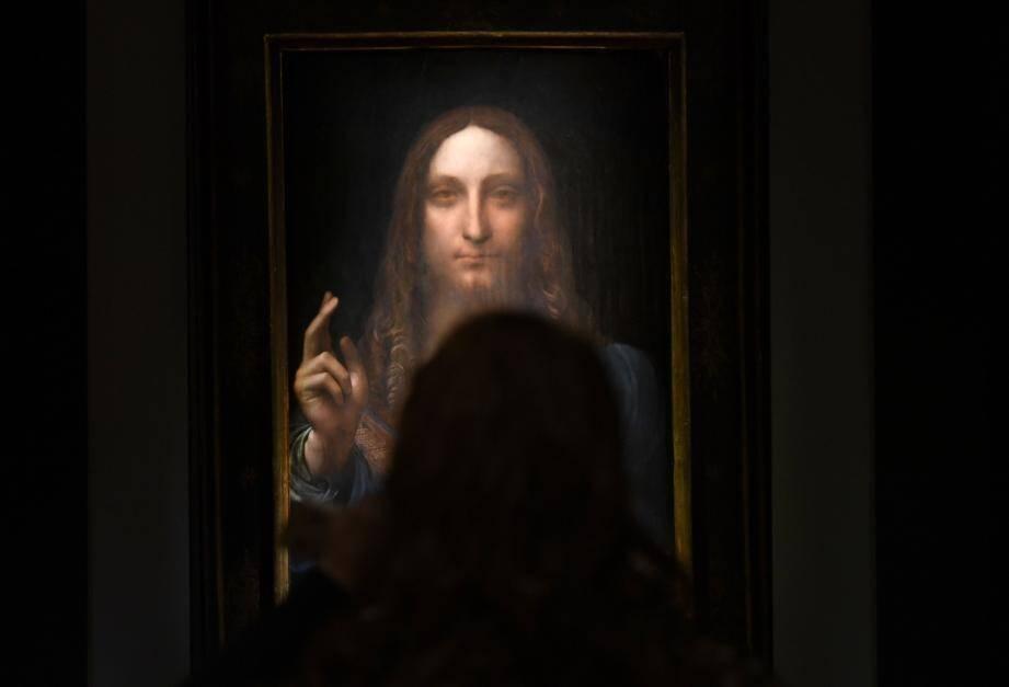 """L'oeuvre """"Salvator Mundi"""" de Vinci a été adjugée à 450,3 millions de dollars, devenant le tableau le plus cher du monde."""