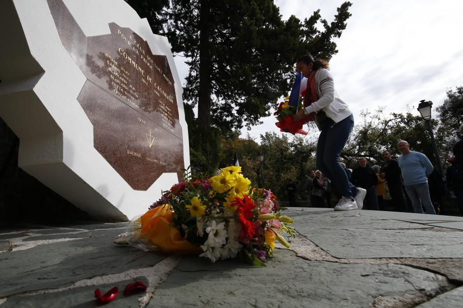 en l'absence de cérémonie officielle, les habitants de Castillon ont organisé leur propre hommage aux morts pour la France.