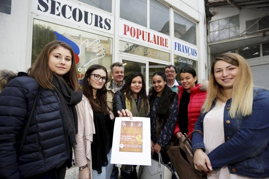 Mathilde Cravassac, Ikram Abdellaoui, Alison Huber, Lina Daoud, Célian Fauveau et Claire Olivier organisent dans le cadre de leur projet tuteuré le Retour de la soirée des talents solidaires.