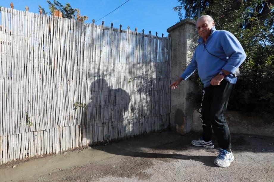 Vendredi matin, André Bard a eu gain de cause. Les agglos ont été enlevés, il n'y aura pas de mur devant son portail.