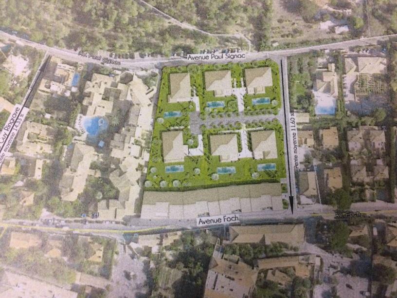 Le plan de masse de la cité Mistral tel qu'il figurait dans l'appel d'offres, faisant apparaître des villas de luxe et, en bas, les logements collectifs que la ville avait annoncé envisager de construire à la place des trois villas qu'elle avait acheté... avant de les revendre finalement à la société d'Iskandar Safa.