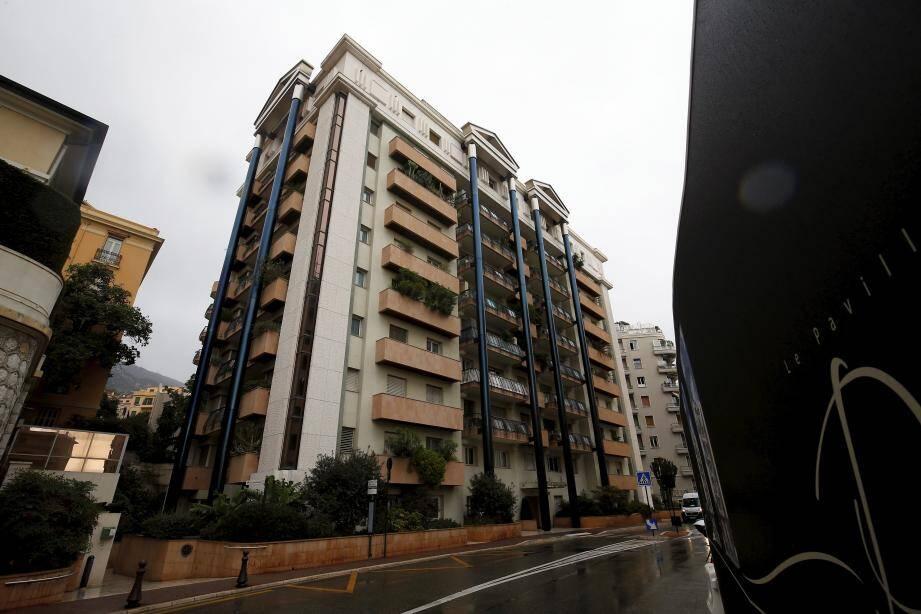Incommodés par les odeurs de chanvre, les voisins ont alerté la Sûreté publique, qui est intervenue dans cet immeuble tout proche de la caserne des Carabiniers.