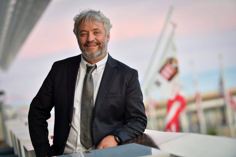 Yvan Bourgnon a lancé le projet Sea Cleaners (les nettoyeurs de la mer) après un tour du monde où il a constaté la quantité phénoménale de déchets plastiques en mer.