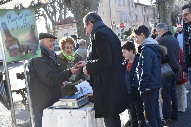 Le premier marché aux truffes noires aura lieu le jeudi 23 novembre sur la place Mistral à Aups.