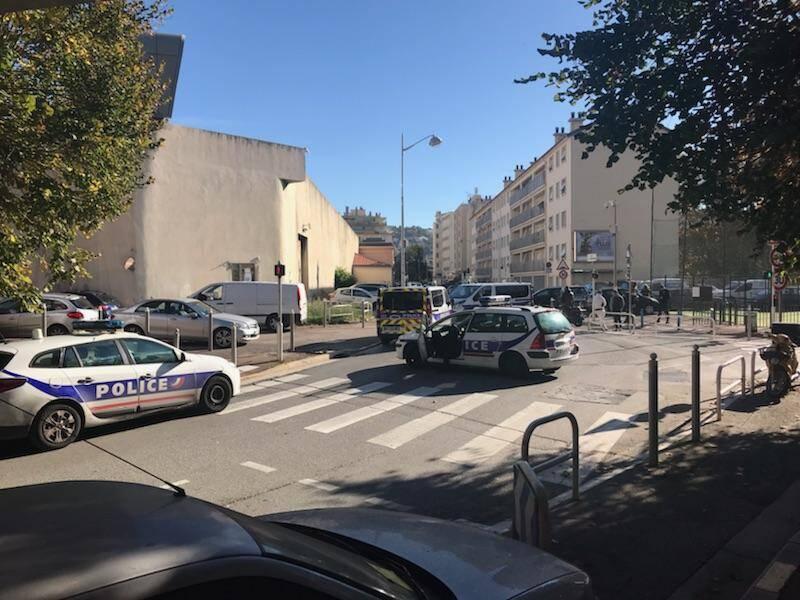 Les riverains ont été alarmés par le déploiement des forces de l'ordre dans le quartier.