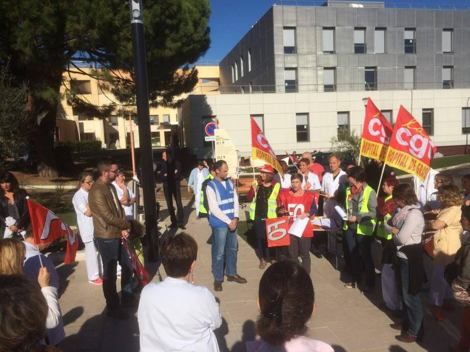 Environ 70 étaient mobilisées devant l'hôpital de Grasse ce jeudi matin.