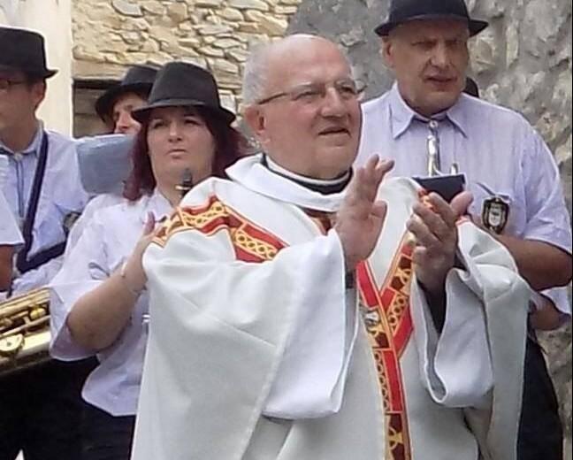 Ses obsèques seront célébrées en la cathédrale d'Entrevaux, samedi 25 novembre à 10 heures.