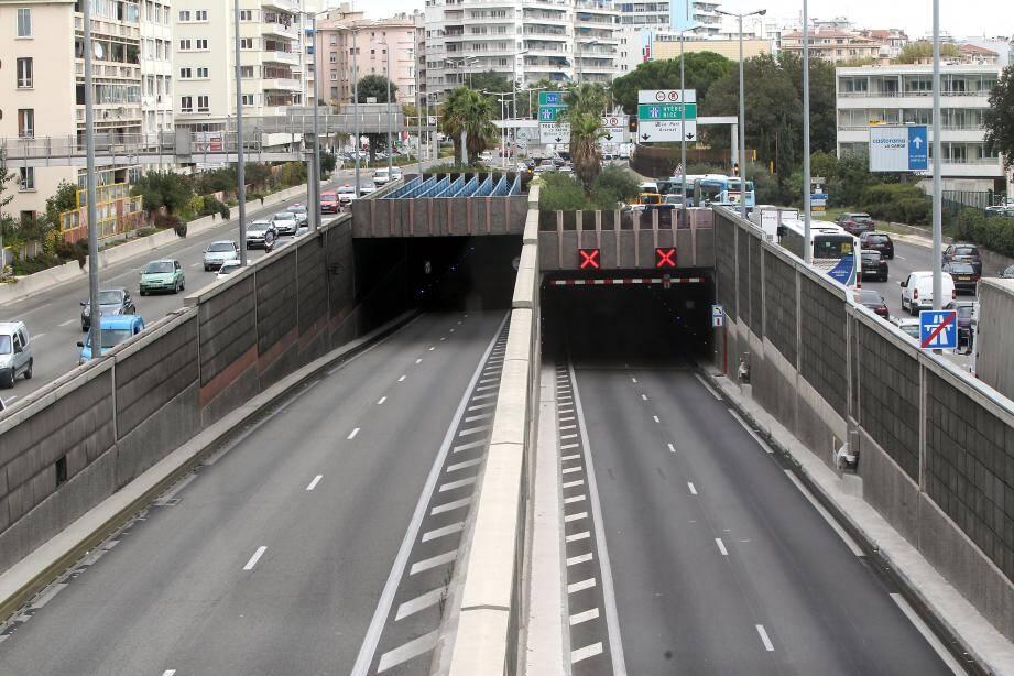 ToulonIllustrations Tunnel (MaxPPP TagID: maxmatinarch096618.jpg) [Photo via MaxPPP]