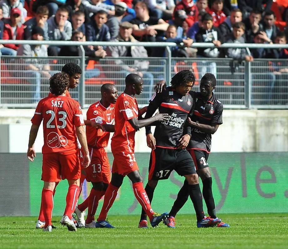 Eric Mouloungui ici avec Kevin Anin face à Valenciennes en 2012.