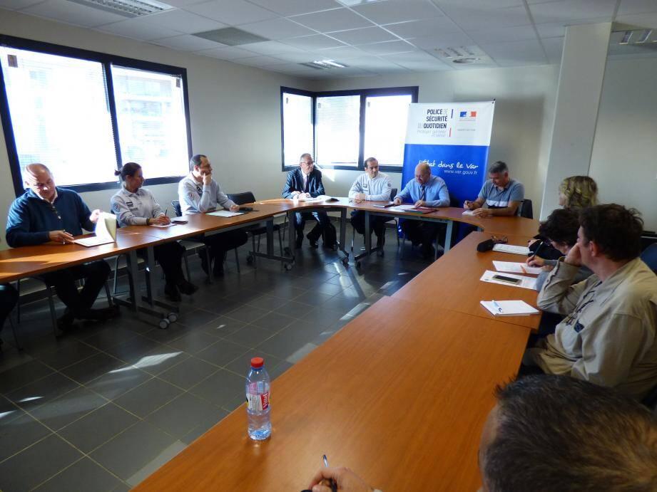 Le sous-préfet Philippe Portal a ouvert le dialogue ce jeudi matin dans les locaux du commissariat de police.
