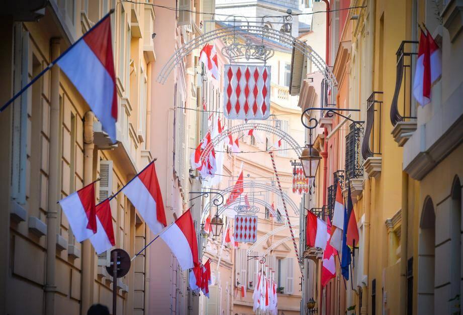 Monégasques et résidents sont invités à sortir les couleurs rouges et blanches pour la Fête nationale.