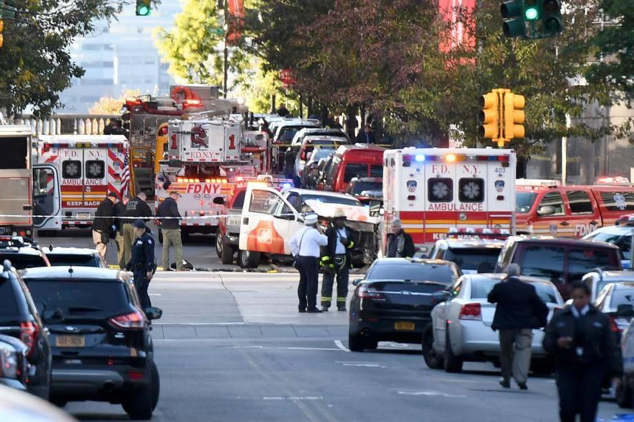 Les équipe de secours sur les lieux de l'attentat ce mardi.