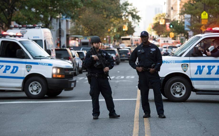 Des policiers à New York après l'attentat qui a fait au moins huit morts, mardi 31 octobre.