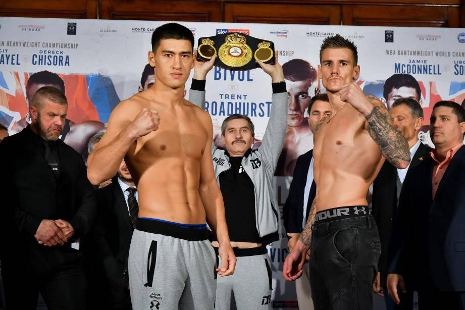 e Russe Dmitry Bivol (à gauche), champion du monde WBA en mi-lourds affronte l'Australien Trent Broadhurst.
