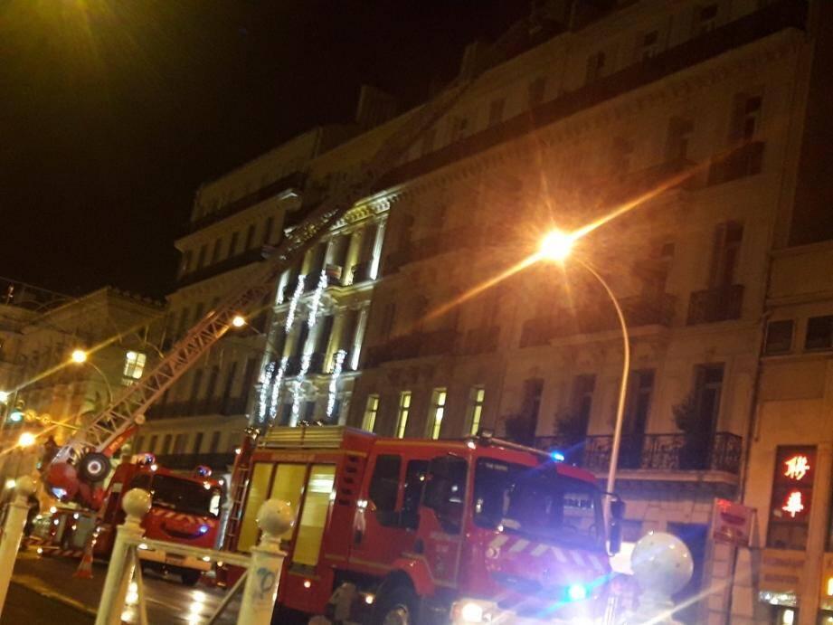 Un morceau de toiture qui menaçait de tomber a provoqué de gros bouchons à Toulon.