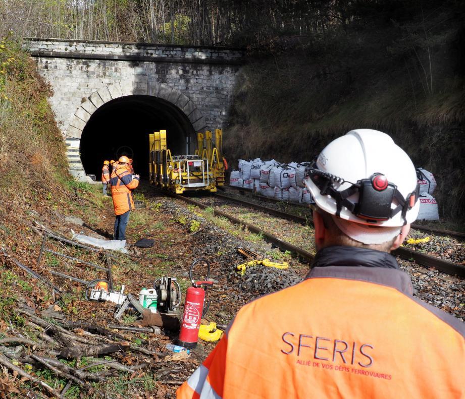 Sur le chantier de rénovation mené par la SNCF dans la Roya.