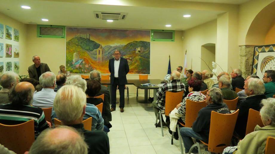 Le maire, Edmond Mari, et Eric Nemecek d' « Enedis » face à un auditoire très concerné.