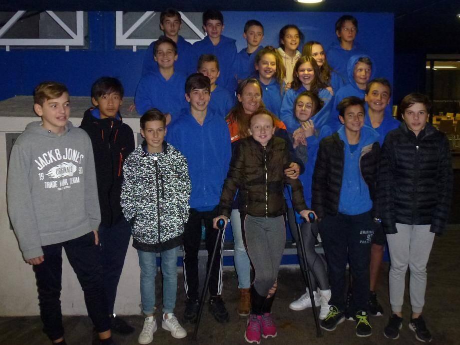 Les élèves de la section sportive et leur marraine, la championne de ski Isabelle Fabre.