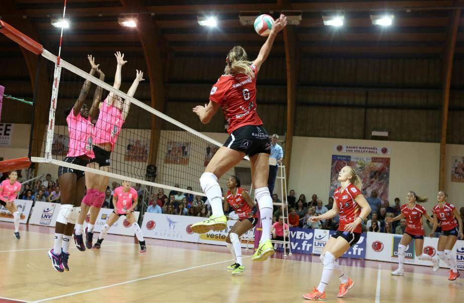 Illustration: volleyeuses de Saint-Raphaël.