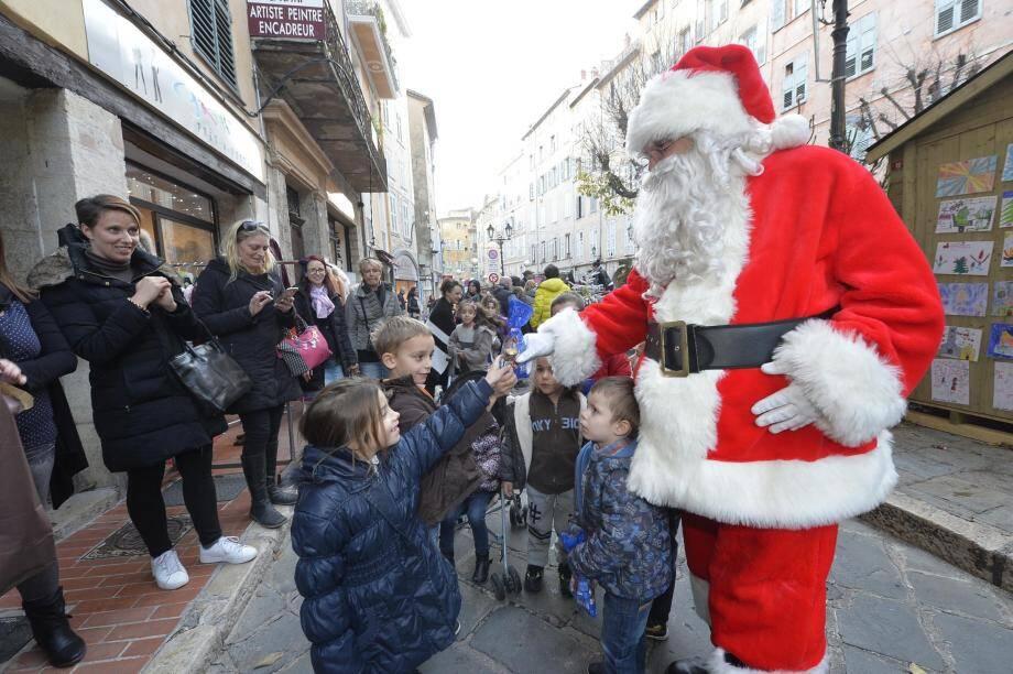 Le Père Noël débarque à Saint-Antoine ce week-end.