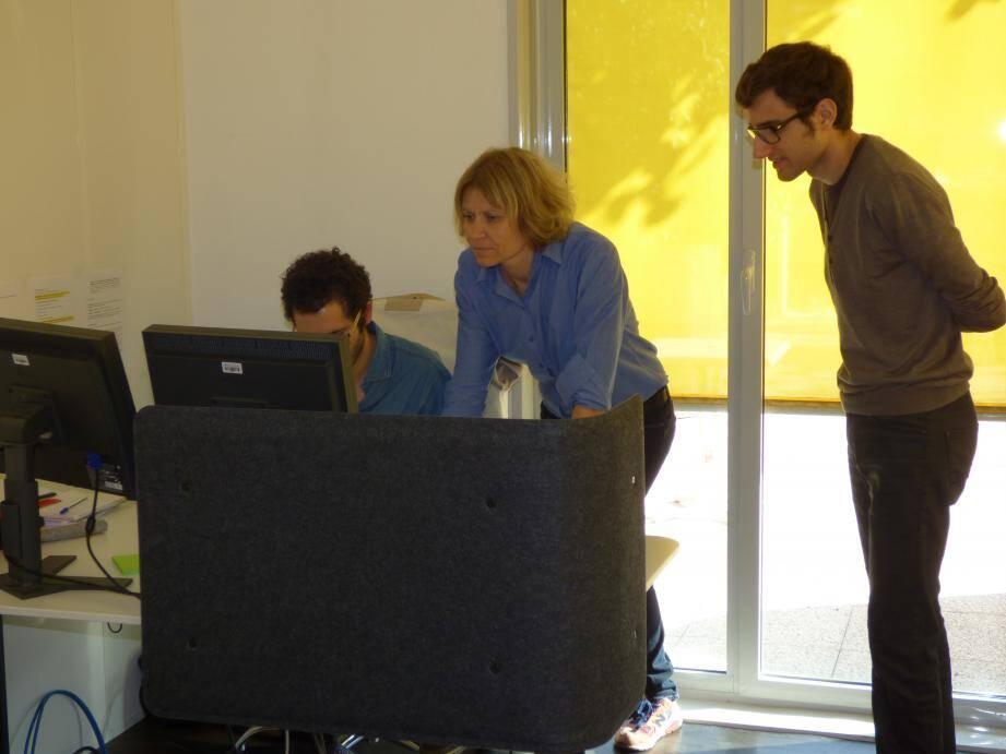 Une partie de l'équipe de Talents@Work dirigée par Isabelle Richez au travail.
