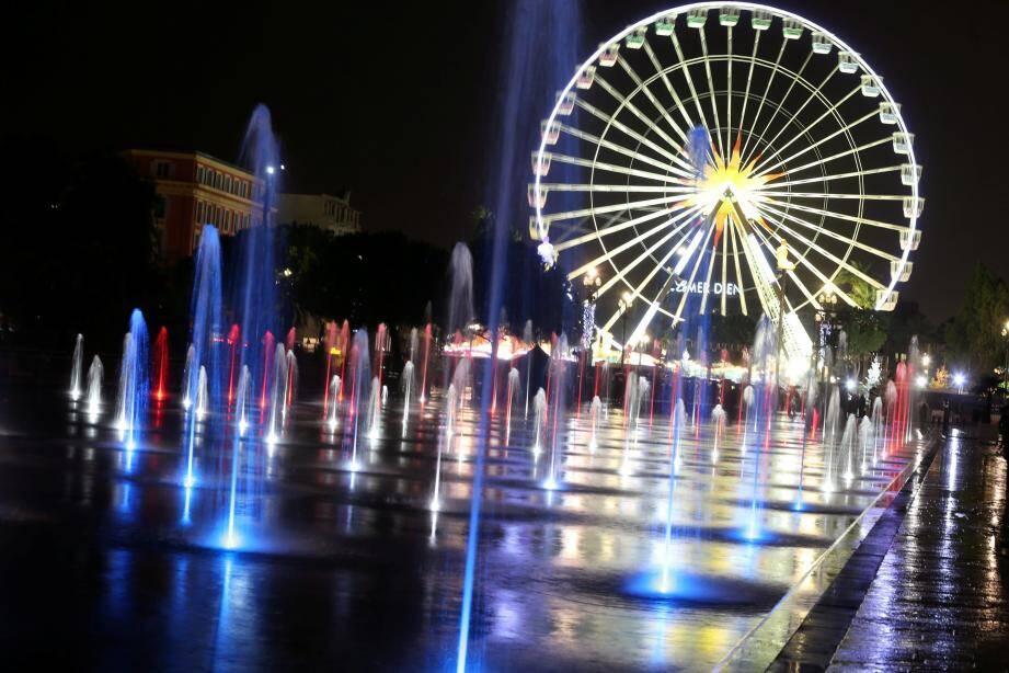 La magie de Noël s'est illuminée hier soir, place Masséna et dans d'autres quartiers de la ville.