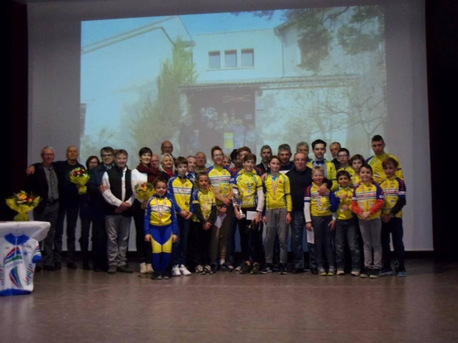 Les jeunes cyclistes récompensés.