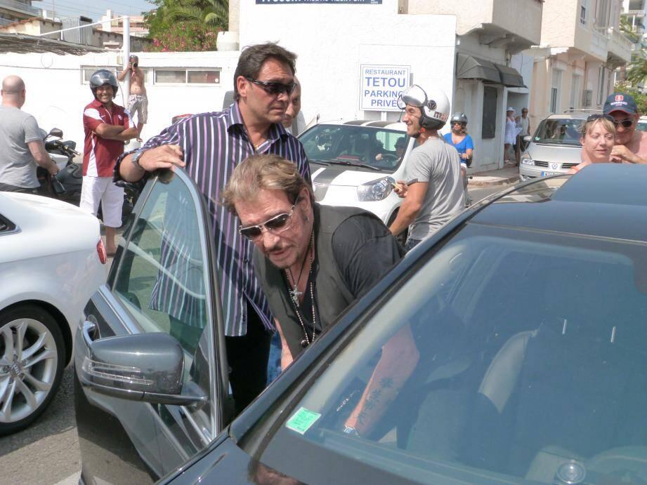 Le 30 juin 2012, Johnny s'offre une bouillabaisse à Golfe-Juan à la table de Tétou.