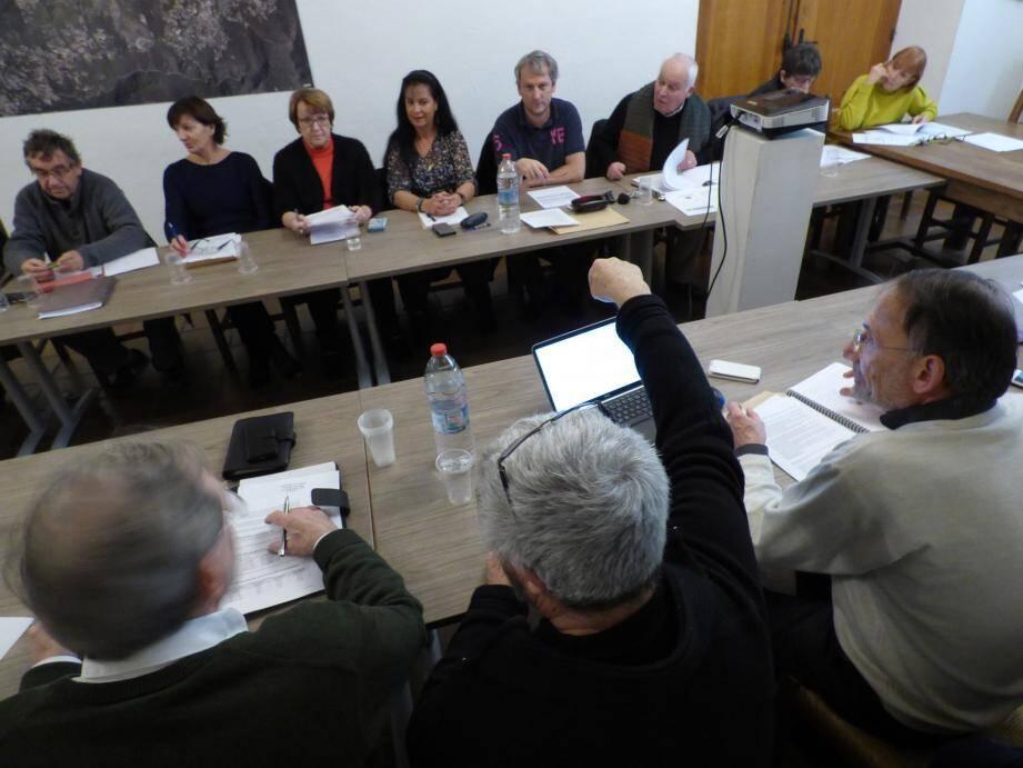 « La question pour l'eau est la suivante : quel service rendu ? » a martelé le maire jeudi soir lors de la dernière réunion du conseil de l'année.